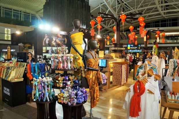 Aeroporto Internacional de Bali - lojas na área de embarque