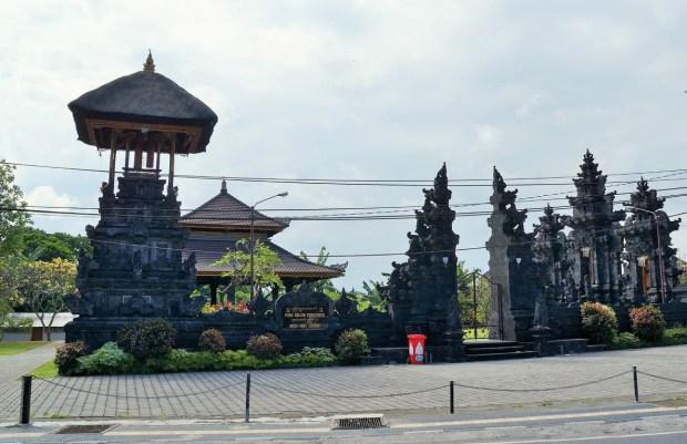 Devo visitar Kuta - templo desconhecido em Kuta
