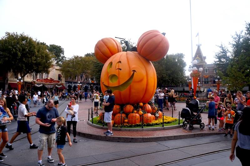 Festa de Halloween na Disney - Rua principal