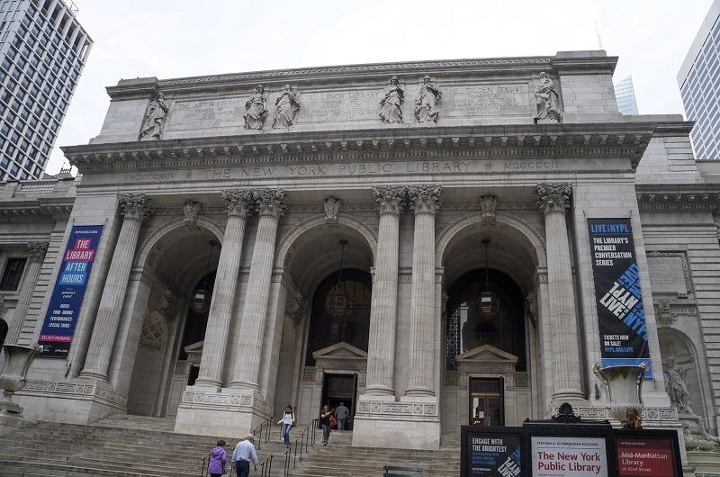 Entrada da Biblioteca Pública de Nova York | Like Wanderlust