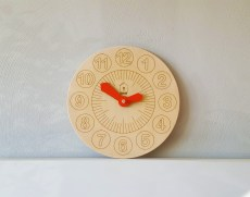 lil-houe-kid-learning-clock