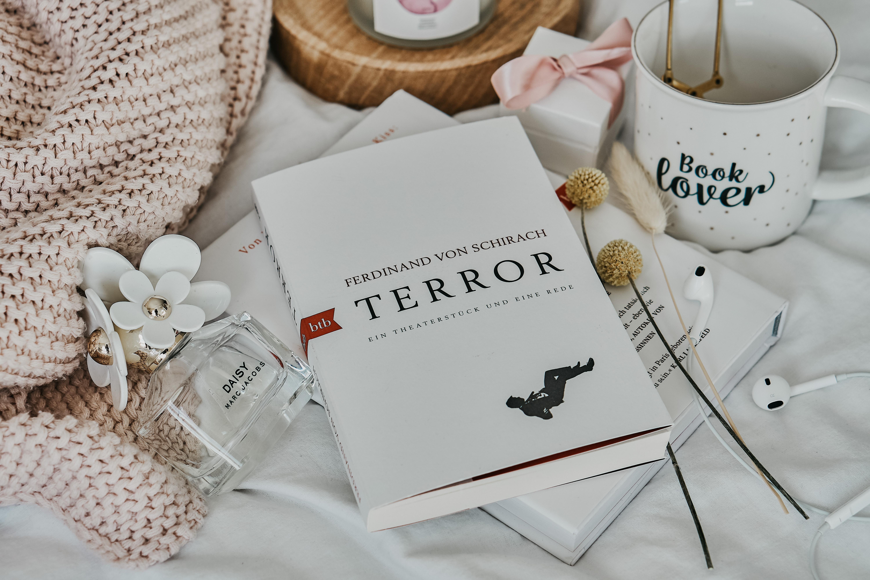 REZENSION: Terror von Ferdinand von Schirach