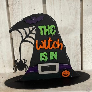 The witch is in shelf sitter