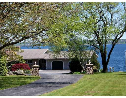 648 East Shore Road, Jamestown