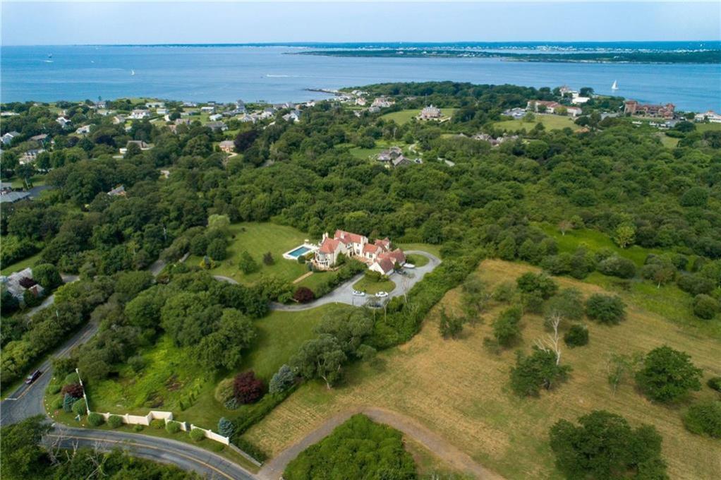 1 Castle Hill Avenue, Newport