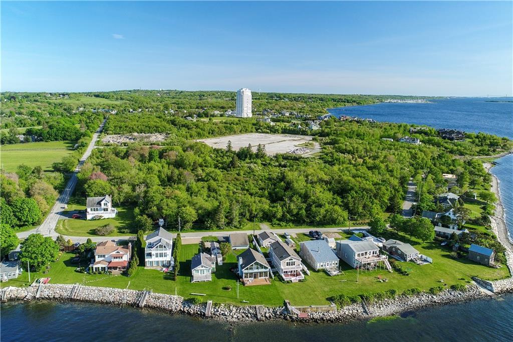 Autre pour l Vente à 226 West Shore RD, Portsmouth, Rhode Island Portsmouth, Rhode Island,02871 États-Unis