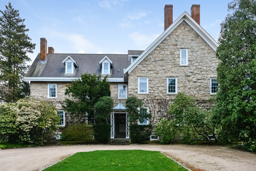 House of the Week: 19th-century English manor in Narragansett Boasts 10 Bedrooms