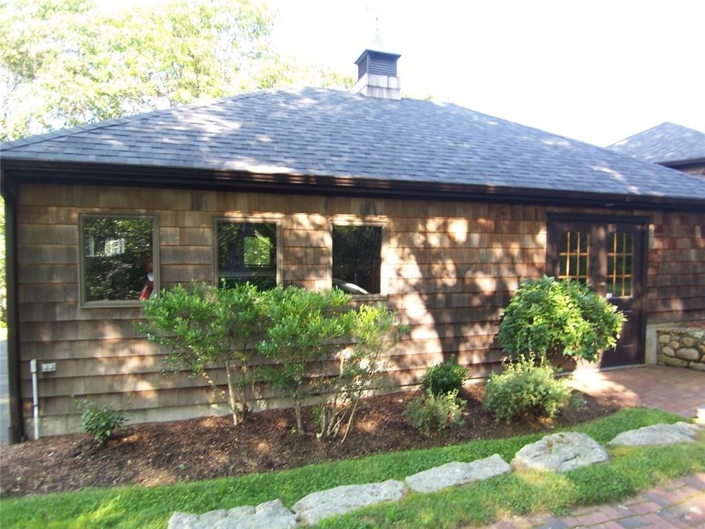 92 White Pond Road, South Kingstown
