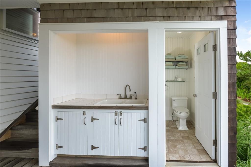 Additional photo for property listing at 1357 Snake Hole RD, Block Island, Rhode Island  Block Island, Rhode Island,02807 Estados Unidos