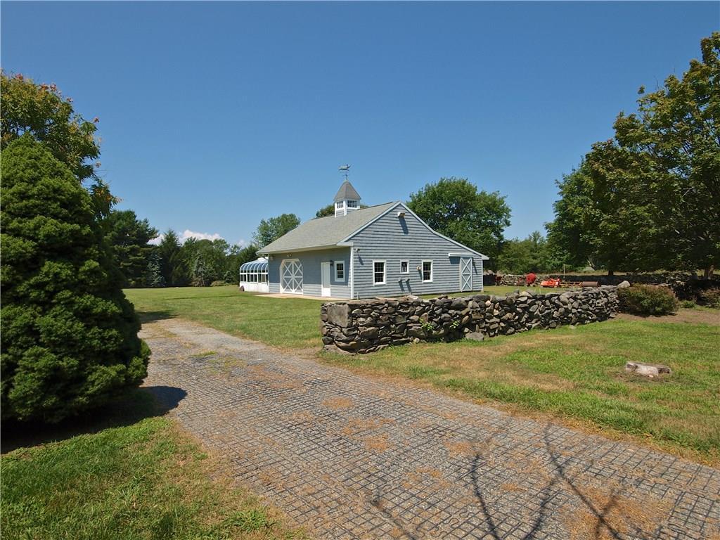 827 East Shore Road, Jamestown