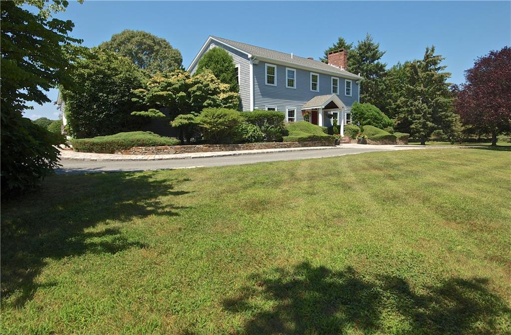 827 East Shore Road, Jamestown
