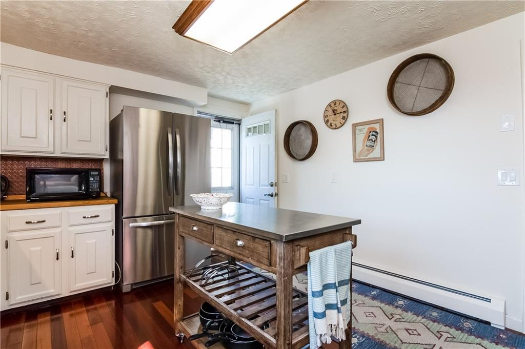1011 Green End Avenue, Middletown