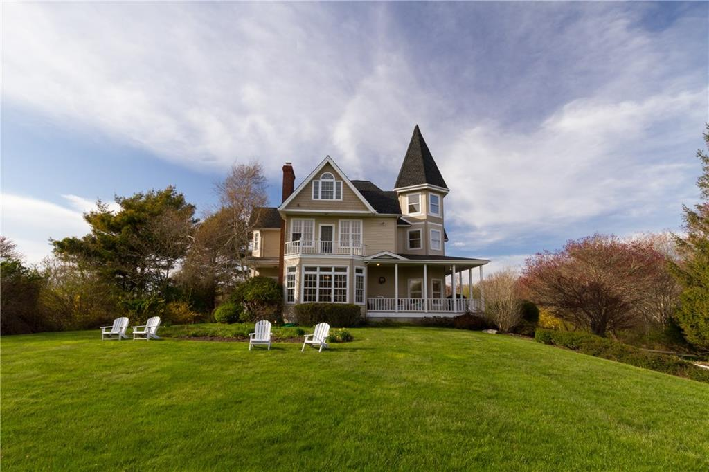 51 Sunset Boulevard, Narragansett