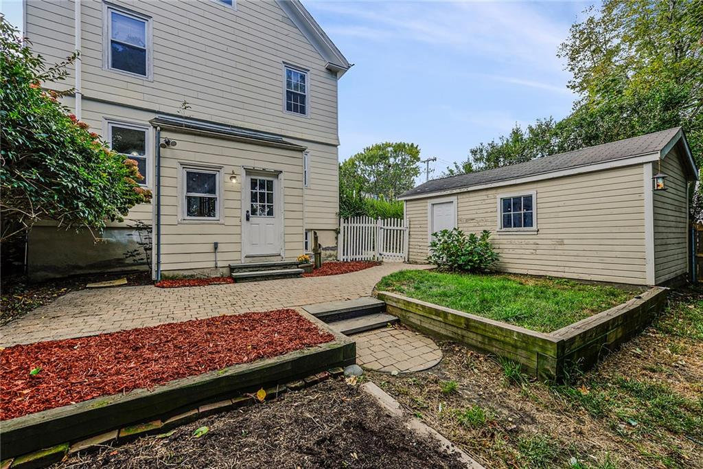88 Van Zandt Avenue, Newport