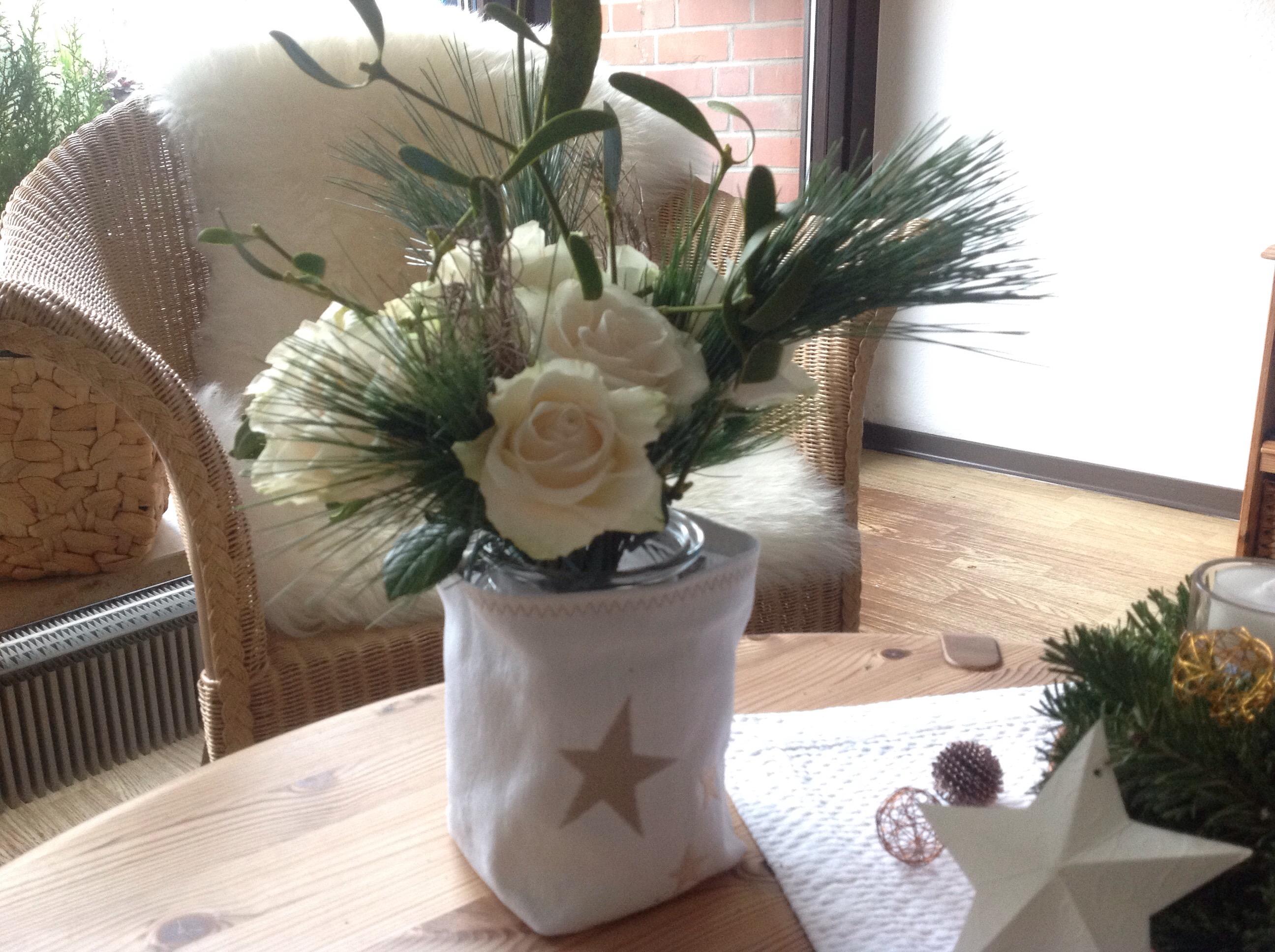 Friday-Flowerday – oder – Auch am Samstag schön: Rosen-weihnachtlich