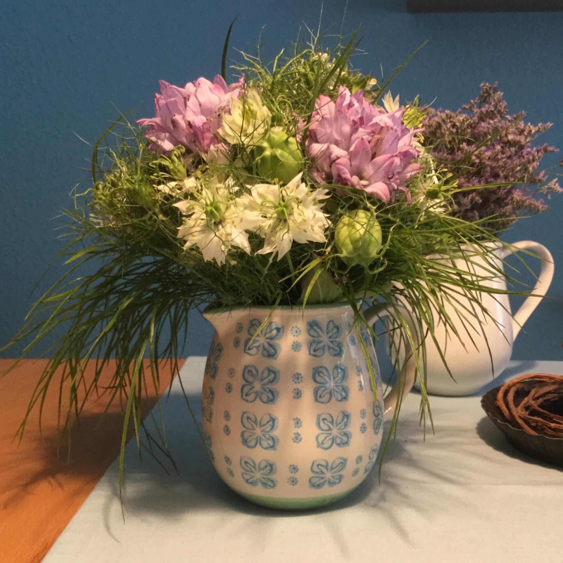 Friday-Flowerday – oder – Ein Strauß, wie von der Sommerwiese
