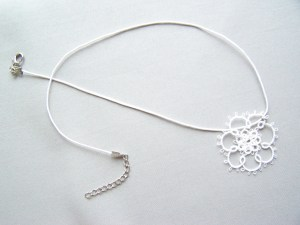 Double central rosette for a necklace