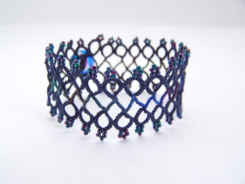 Bracelet pattern with roll tatting