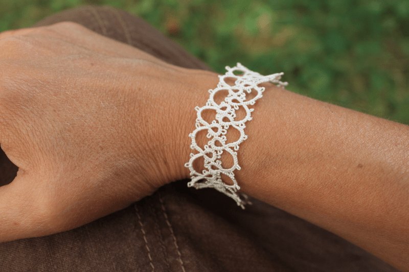 Bracelet Priscilla Tatting book with silk Gutermann