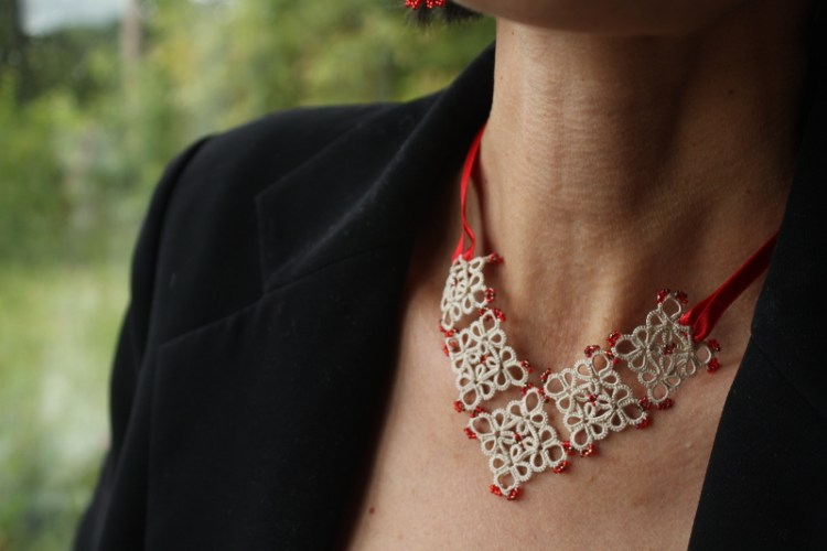 a small, easy to wear necklace