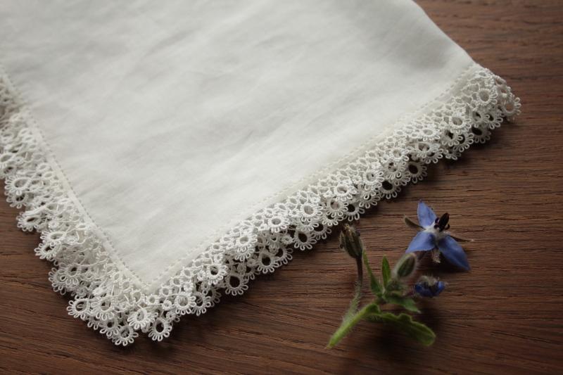 Bordure de mouchoir finie