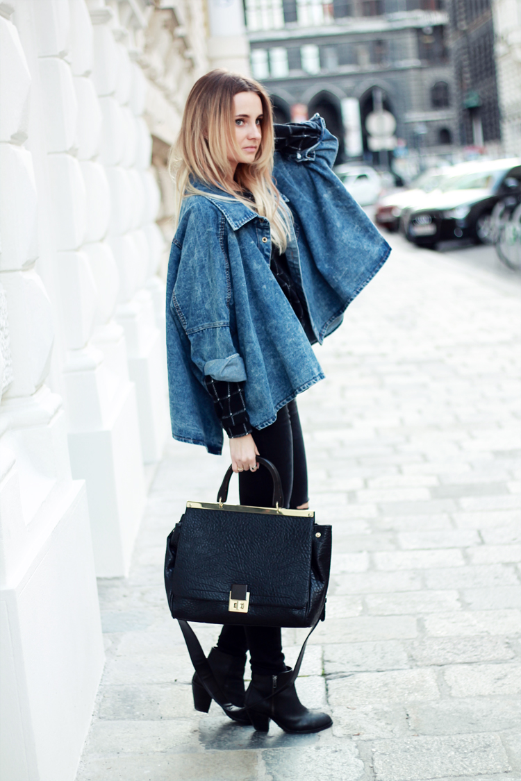 sheinside denim jacket stradivarius black pants blonde blogger lilis in vienna street syle city fashion parfios black bag casual minimalistic style blogger 2ok