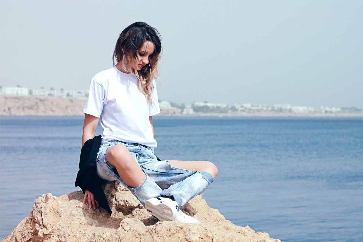 EGYPT pix { ripped jeans&white tee }