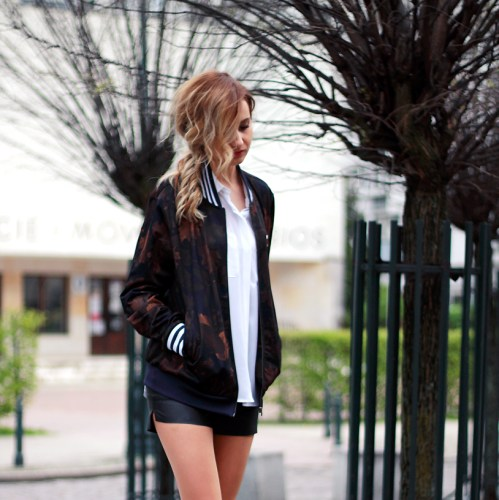 Street Style Tumblr Girl Blonde Beauty Ootd Look Lookbook Outfit Adidas Jacket Fashion White