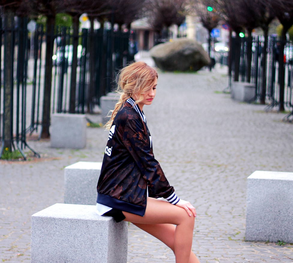 street style tumblr girl pretty blonde ootd look lookbook outfit adidas jacket curly hair