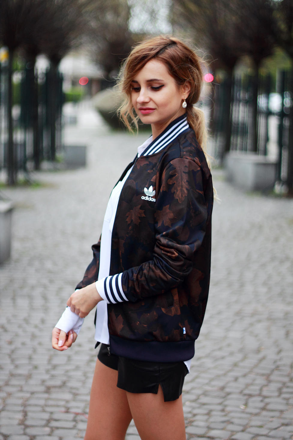 street style tumblr girl pretty blonde ootd look lookbook outfit adidas jacket sporty style fashion