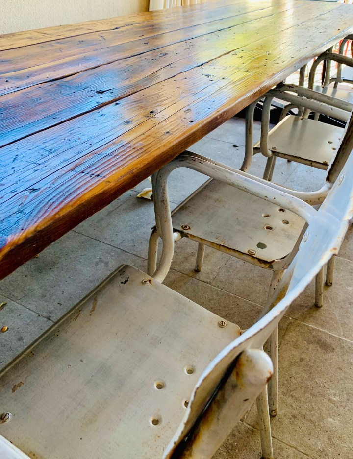 chaises metal-table vintage-style brocante-chaise metalique-restaurant italien-lili deambule