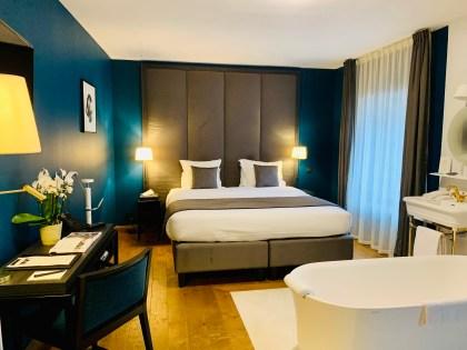 suite ecaille mur bleu canard salle de bain dans la chambre