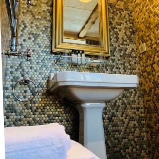 vasque-céramique-miroir-mosaique-retro-auberge-lilideambule