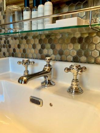 robinet-mosaique-gel-douche-vasque-salle de bain-lilideambule