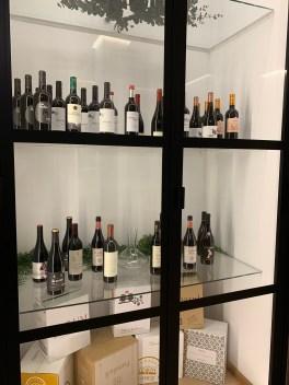 cave a vin intérieurement vitrée