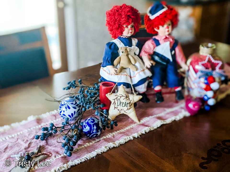 Raggedy Ann and Andy Tablescape