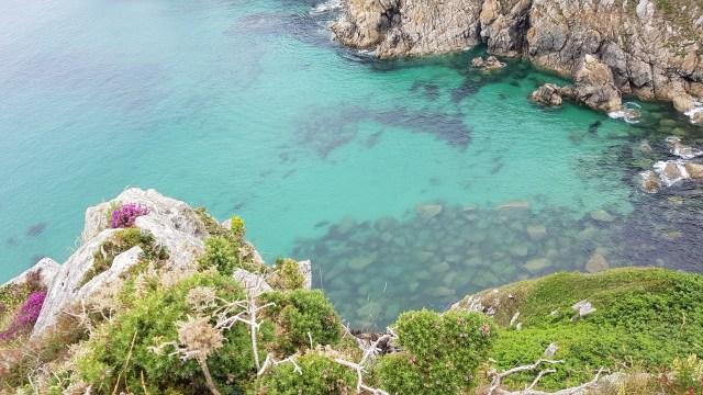 Les eaux turquoises des criques