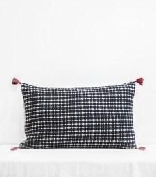 coussin-ethnique-noir-charbon-40x65-cm