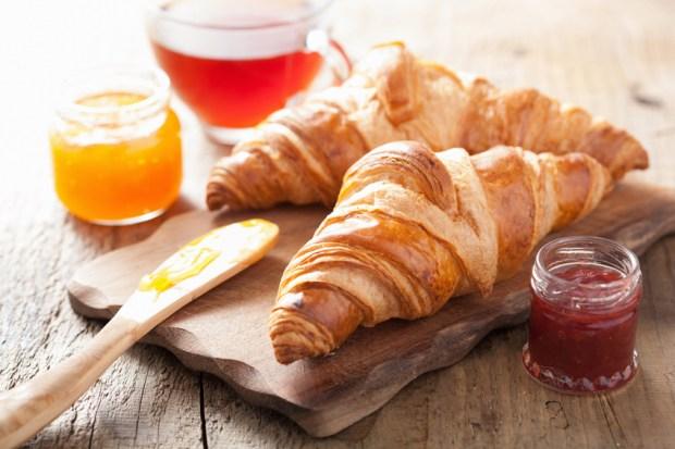 petit dejeuner croissant