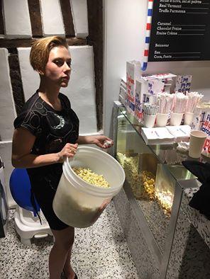 scarlett-johansson-popcorn