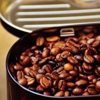 Bere un buon caffè a Milano e magari comprarlo: guida alle torrefazioni artigianali storiche