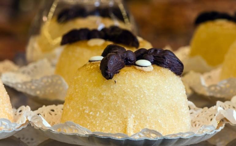 dolci tipici lombardi polenta e osei Bergamo