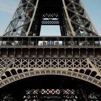 A cena sulla Tour Eiffel: dai ristoranti alla cantina urbana, 5 curiosità sulla Dama di ferro