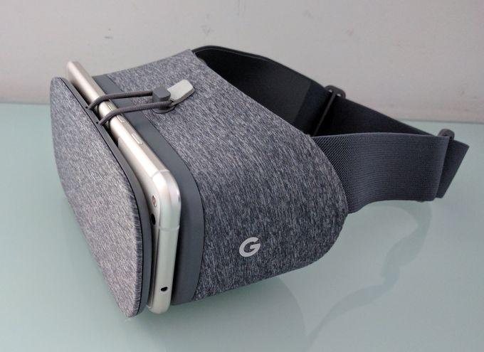Google DayDream View VR headset review (with Google Pixel XL