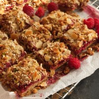 Healthy and yummy raspberry, oat and nut squares recipe!