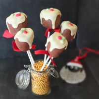 Christmas pudding chocolate marshmallow pops!  Plus a Christmas recipes roundup and healthier gluten-free stuff!