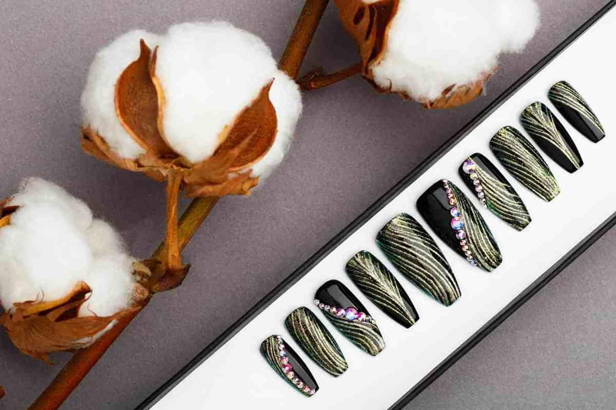 Green and Black Press on Nails with Swarovski   Fake Nails   False Nails   Golden tracery   Handpainted Nail Art   Glitters