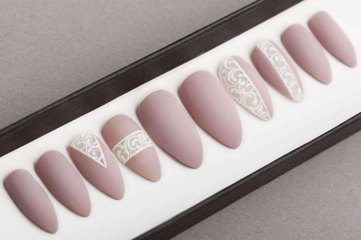 Mocco Press on Nails   Fake nails   Laces   Hand painted nail art   False Nails