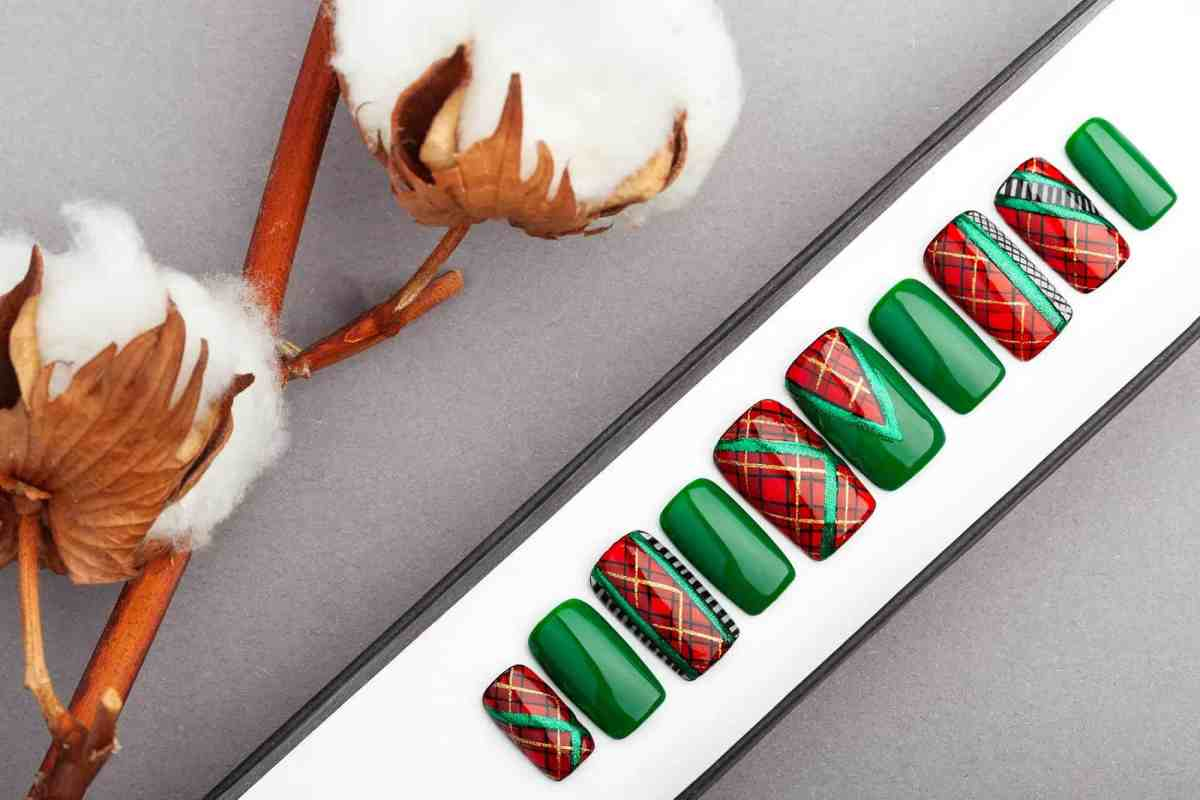 Plaid Press On Nails (Christmas Edition) | Plaid nails | Hand painted Nail Art | Fake Nails | False Nails