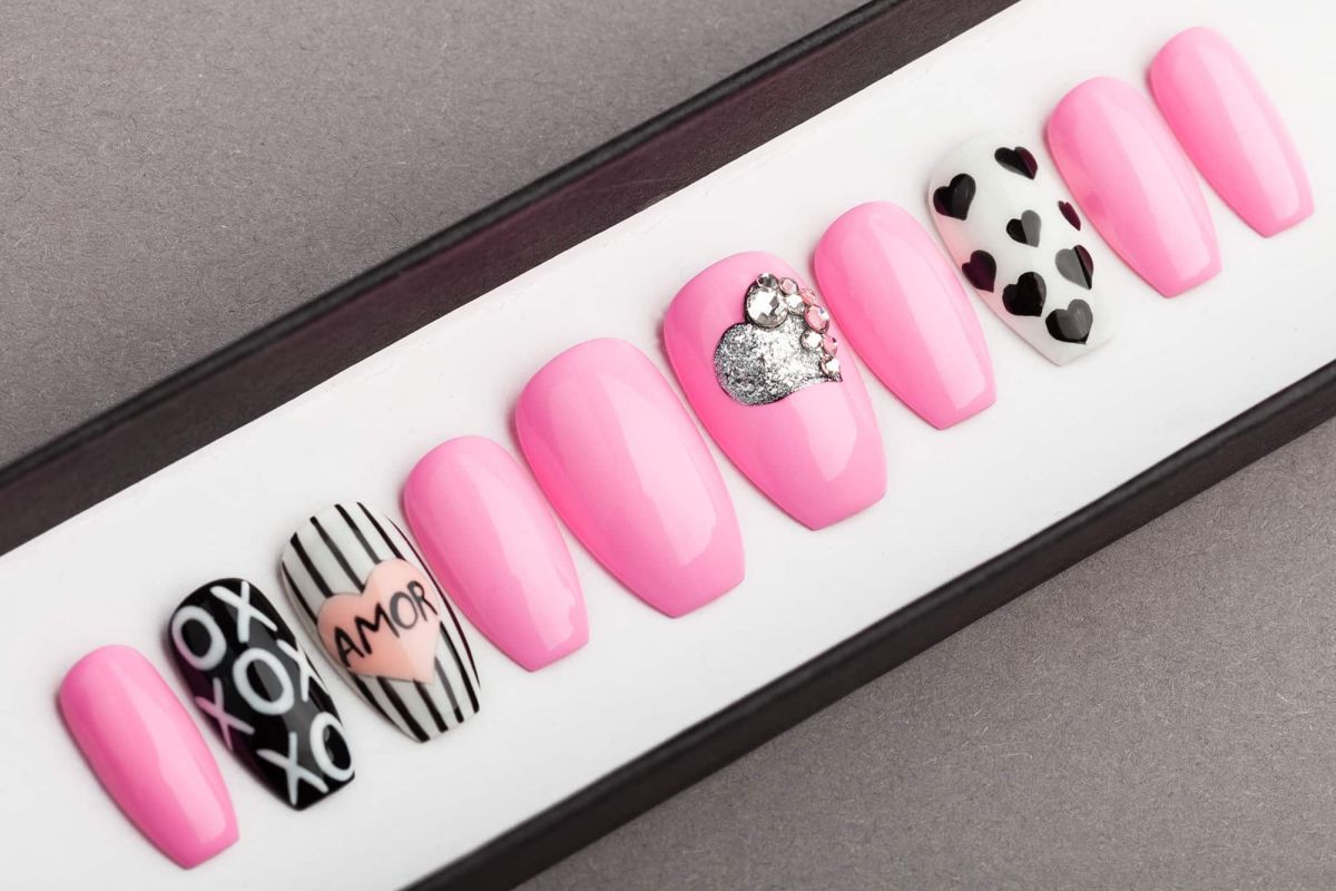 Amor Press on Nails | Valentines nails | Love nails | Happy nails | Hand painted Nail Art | Fake Nails | False Nails